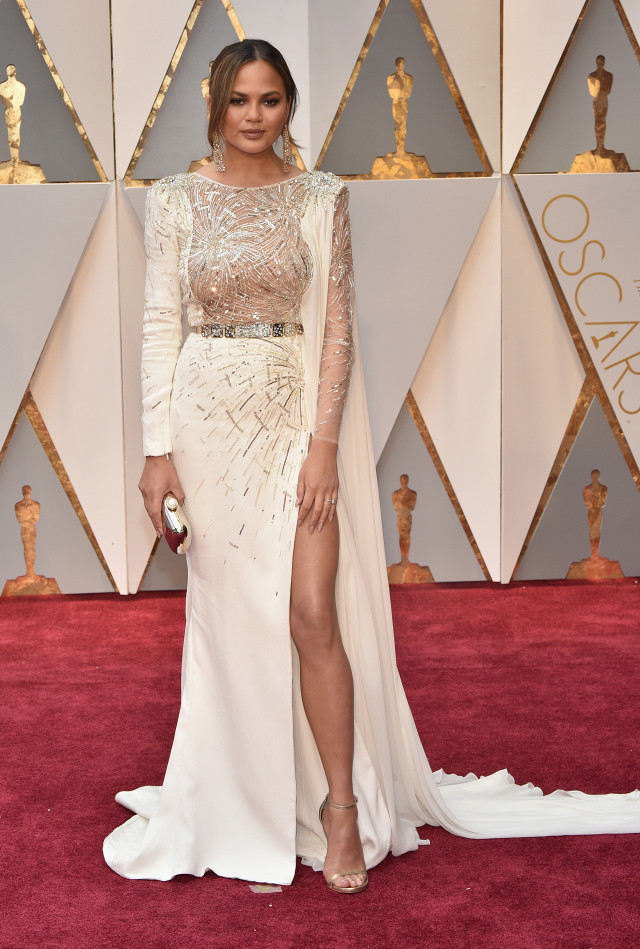 the-only-oscars-red-carpet-looks-you-need-to-see-2154827.640x0c
