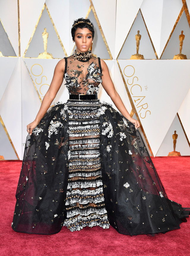 the-only-oscars-red-carpet-looks-you-need-to-see-2154830.640x0c