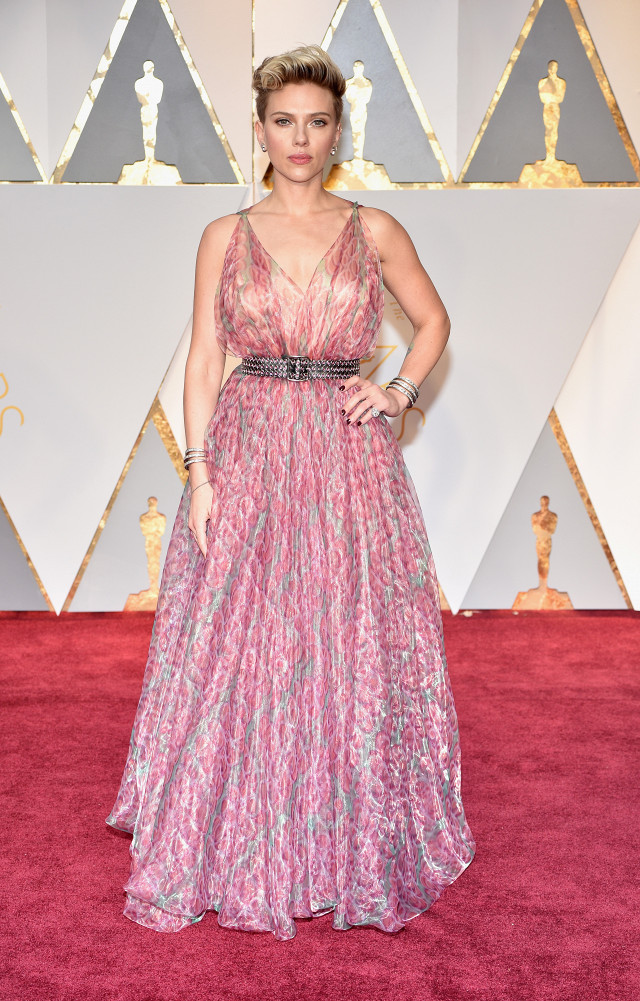 the-only-oscars-red-carpet-looks-you-need-to-see-2154833.640x0c