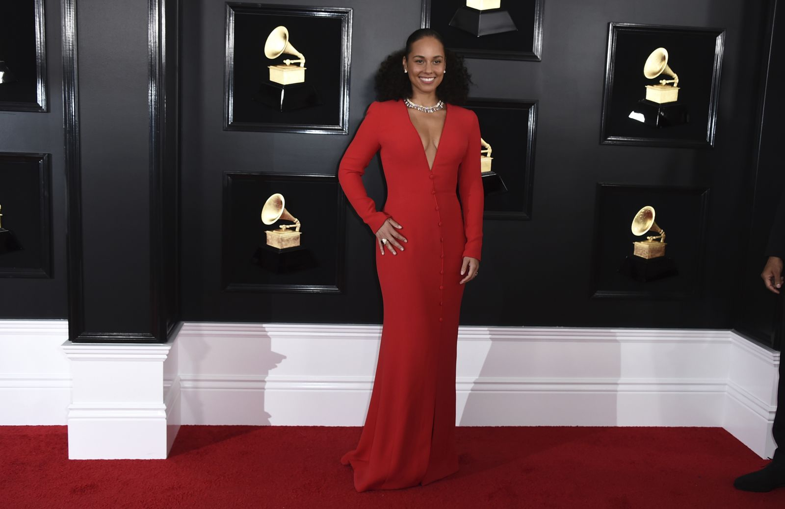 https___cdn.cnn.com_cnnnext_dam_assets_190210191857-20-grammys-red-carpet