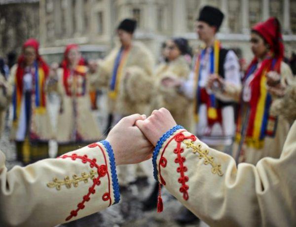 romania_hora_costume-populare_mediafax_newmoney-840x600